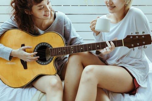À qui est destiné ce blog sur l'apprentissage de la guitare ?